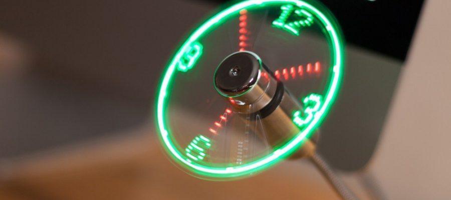TRIXES USB-Uhr mit biegsamem Ventilator für den Schreibtisch